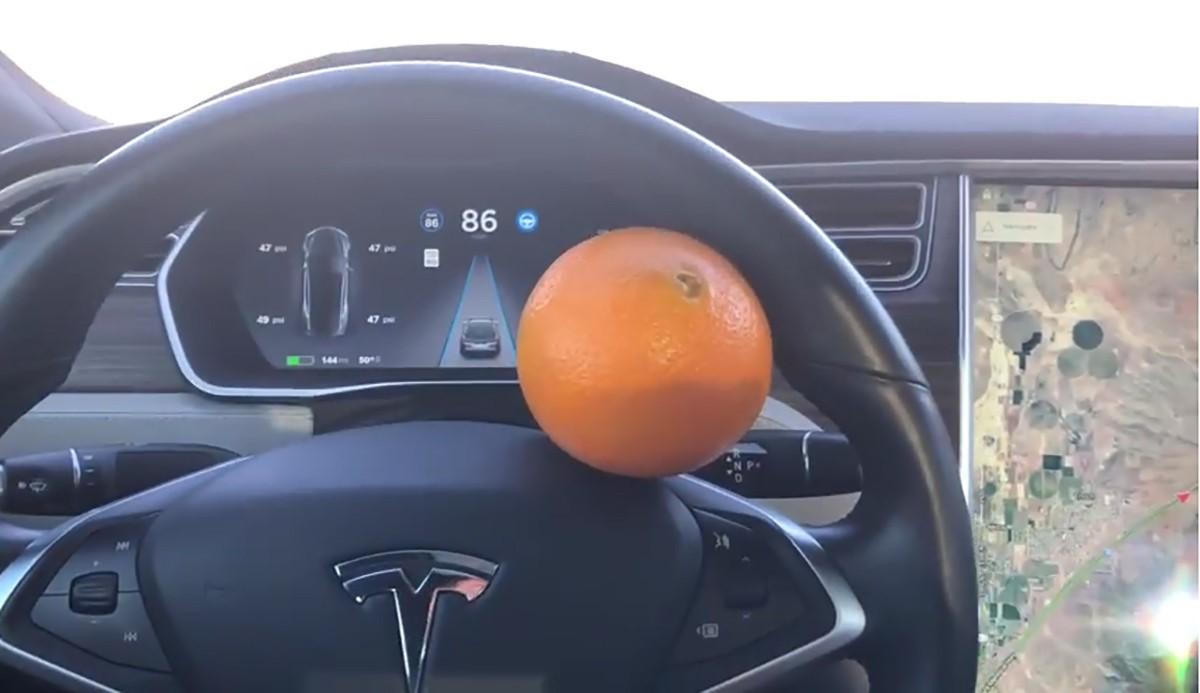 2、特斯拉高级辅助驾驶被一颗橘子骗过.jpg