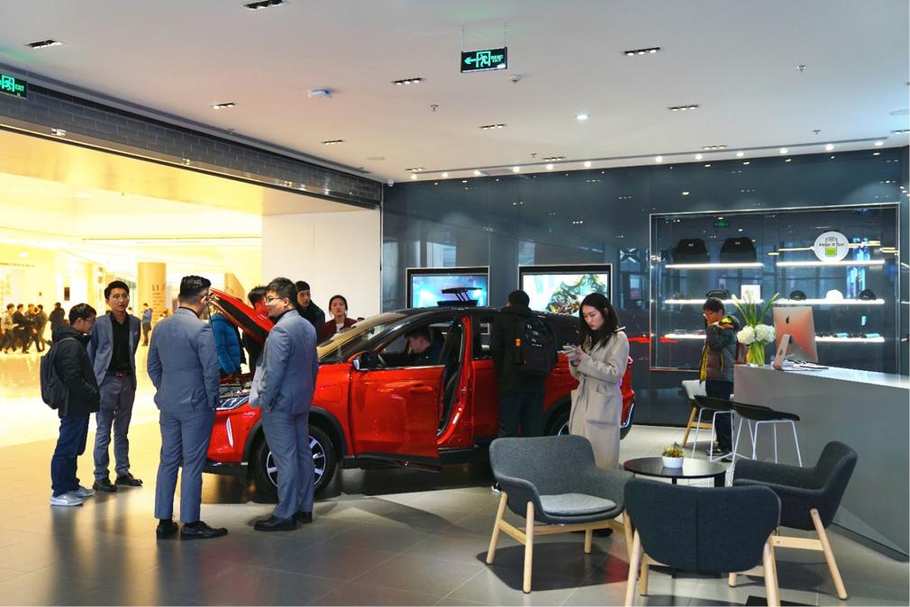 4、位于上海五角场合生汇商场的小鹏汽车上海首家体验中心.jpg